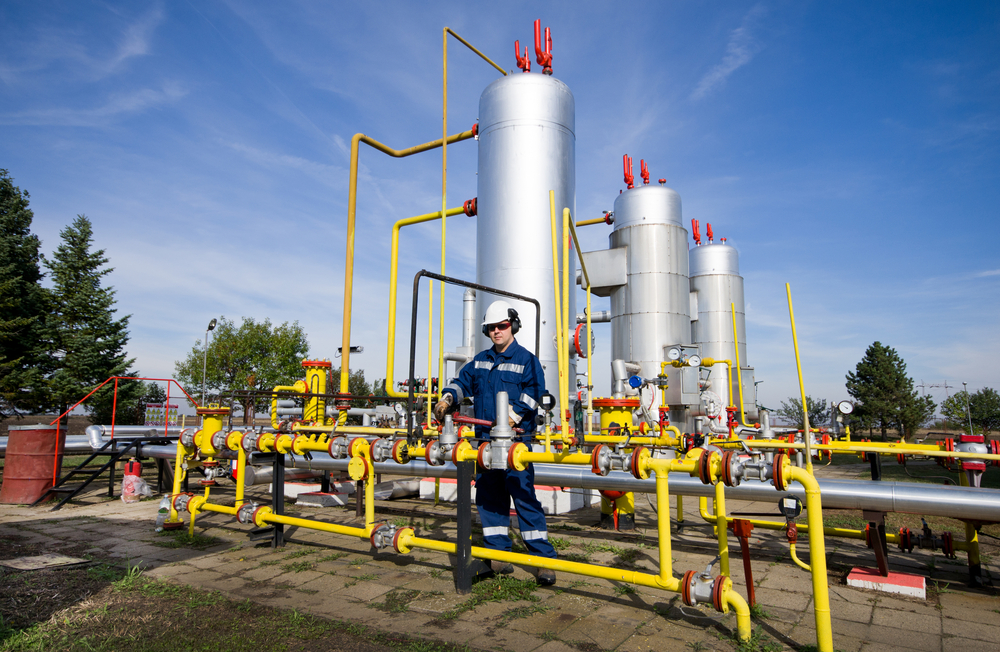 Natural Gas Midstream, Infrastructure Firm to Acquire Oil Refinery